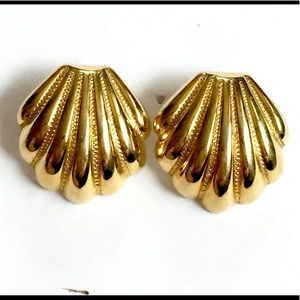 SHELL Gold Vintage Earrings